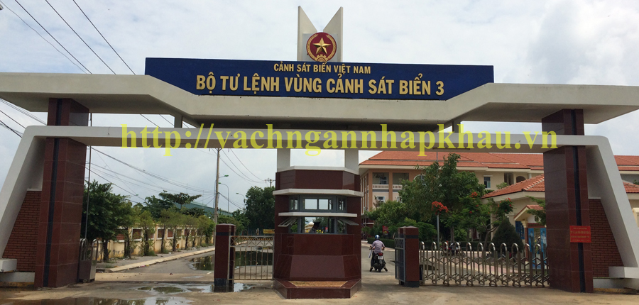 vach ve sinh compact canh sat bien vung tau