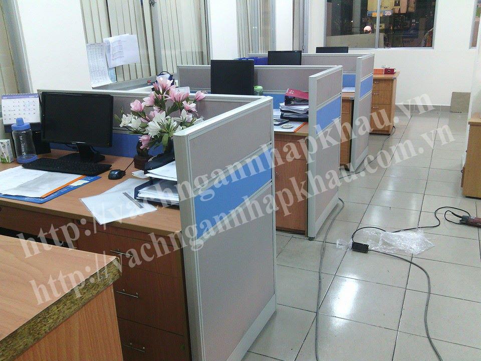 thi công vách ngăn văn phòng bằng nhôm bọc nỉ không kính giá rẻ 2
